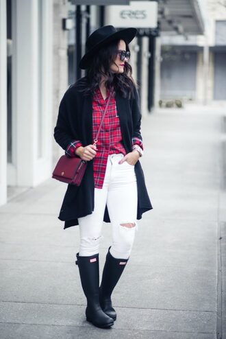 live more beautifully blogger shirt cardigan jeans shoes bag crossbody bag hat wellies white jeans