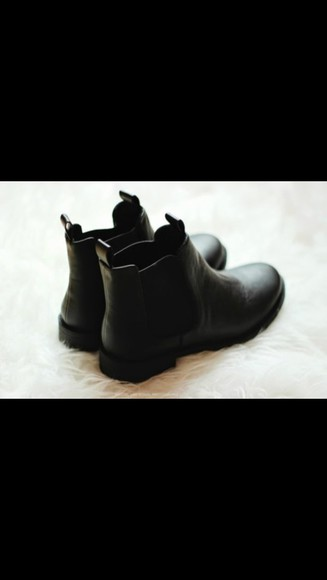urban outfitters black shoes boots black boots