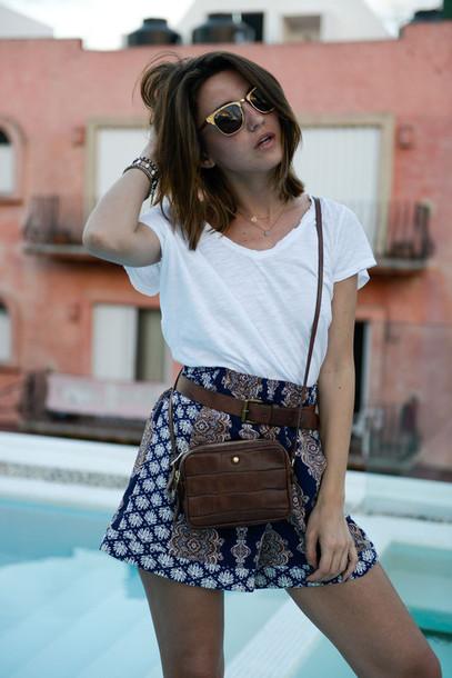 lovely pepa blogger bag sunglasses white t-shirt printed shorts crocodile