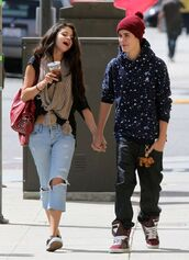 scarf,selena,selena gomez,cute,date outfit,designer,amazing,hipster,tumblr,burgundy,vans,ugly mv,bag