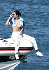 swimwear,jeans,white jeans,kendall jenner,bikini top,white bikini,model off-duty,summer
