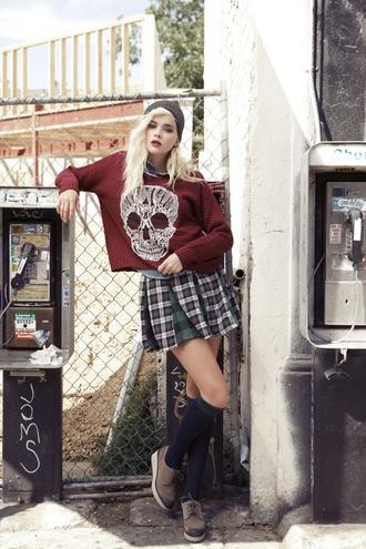 sweater shoes skirt sweatshirt beanie plaid skirt knee high socks