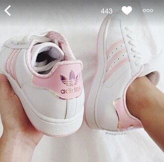 shoes trainers adidas love tumblr adidas shoes rose white white adidas shoes basket adidas superstars blanche rose pale pink white shoes sneakers beautiful classy cute outfit peach menswear girly girl streetwear pastel low top sneakers white sneakers