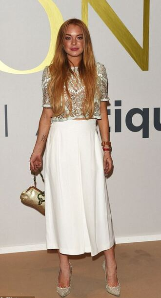 top lace top crop tops lindsay lohan midi skirt white skirt white shoes cropped pants