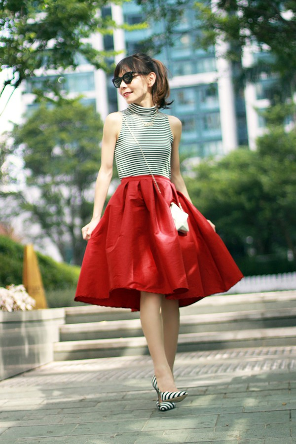 mochaccinoland blogger jewels bag top midi skirt stripes high heels tank top red
