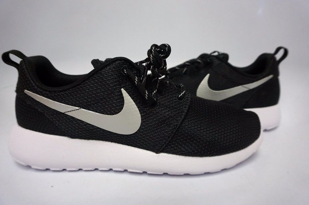 d5da9d30d139 (511882-094) WOMEN S NIKE ROSHE RUN BLACK METALLIC PLATINUM (Swoosh) WHITE
