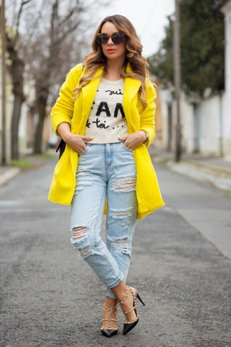 cashmere in style blogger quote on it ripped jeans yellow coat