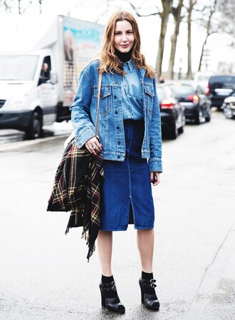 skirt denim slit skirt denim skirt midi skirt blue skirt boots black boots high heels boots shirt denim shirt blue shirt denim jacket blue jacket all denim outfit streetstyle fall outfits