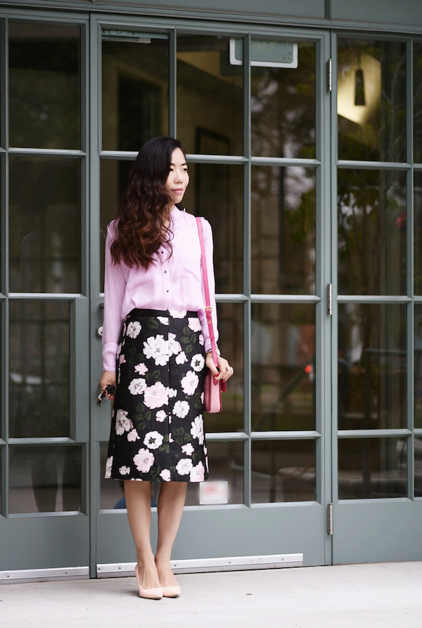 hallie daily blogger blouse bag midi floral skirt floral floral skirt pink shirt