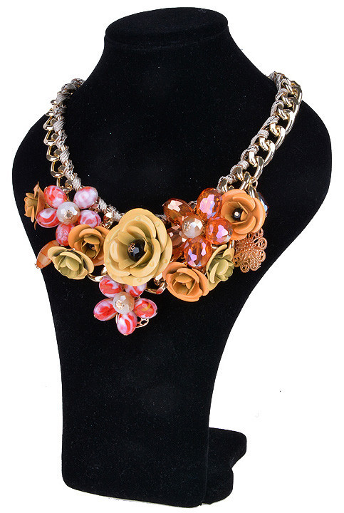Gropia Rose Necklace | Outfit Made