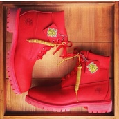 shoes,bee,red,timberlands
