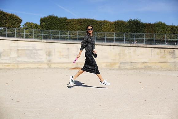 fashion vibe blogger sunglasses bag
