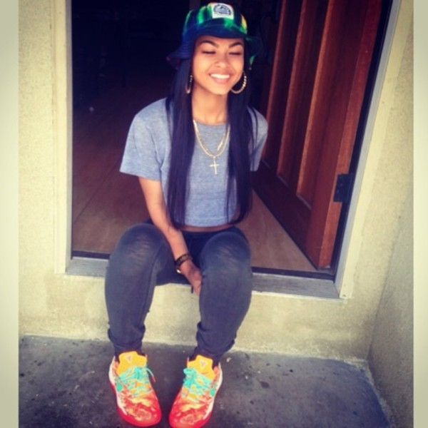 shoes hat jewels pants shirt grey sweatpants kd colorful hats leggings multicolor sneakers cross hoop earrings grey t-shirt india westbrooks india love bucket hat