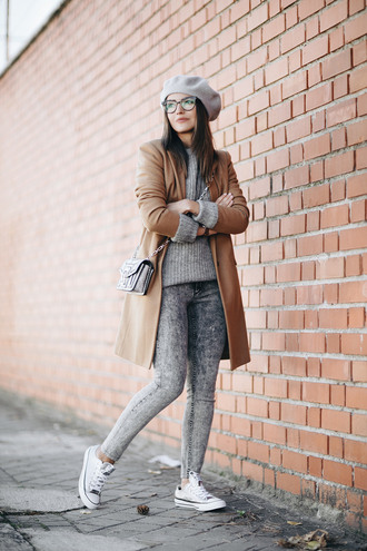 lovely pepa blogger coat sweater shoes bag hat jeans jewels beret camel coat crossbody bag grey sweater grey jeans sneakers