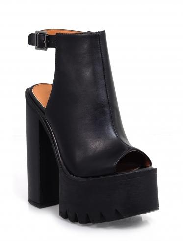 Women's footwear, handbags and accessories