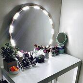 jewels,makeup palette,makeup brushes,makeup bag,makeup table,make up box,party make up,natural makeup look