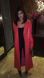 coat,black jumpsuit,jumpsuit,kylie jenner,red,hot,heels