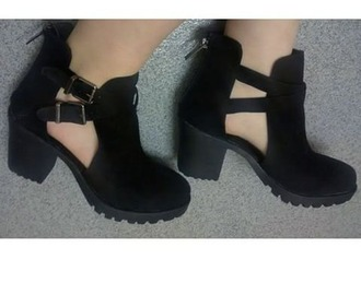 shoes black heels blackboots boots with cutouts perfecto needthese chelsea boots