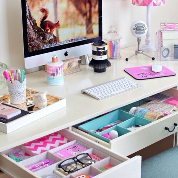 jewels home decor home accessory laptop lipstick pink lip balm girly pretty beautiful makeup table make-up decoration desk