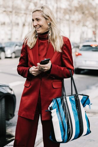 jacket blaz red blazer jewels tumblr blazer bag printed bag tote bag pants red pants wide-leg pants top red top all red wishlist earrings jewelry streetstyle paris fashion week 2017 fashion week fashion week 2017 monochrome outfit