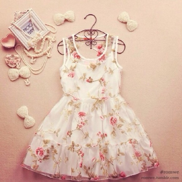 white beauty fashion dress cute flowers prom. short sexy wonderful rose prom dress