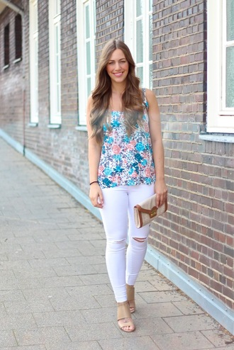 jeans white jeans ripped jeans floral top flower top spring spring outfits spring look summer summer outfits fabes fashion fashion toast ootd potd blogger fashion blogger sandals destryoed fashion vibe top