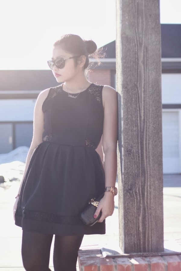 the girl with the messy hair dress jewels shoes sunglasses