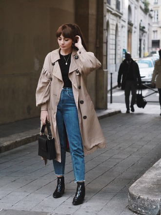 coat tumblr fall outfits trench coat denim jeans blue jeans boots black boots ankle boots bag black bag