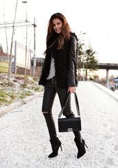 stylista,blogger,bag,leather jacket,black jeans,faux fur