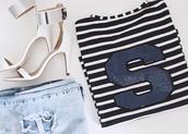 shoes,stilettos,mirror,silver,sandals,nude,sarinski,blogger,sara,boyfriend jeans,ripped jeans,jeans,pants,light denim,denim,blouse,whitestripes,lines,stripes