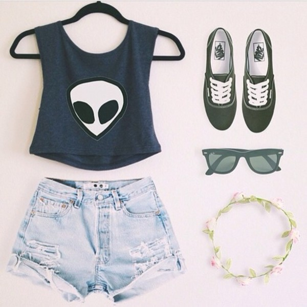 muscle crop alien old shirt soft grunge tank top t-shirt top crop tops green green top alien grunge grunge pale pastel tumblr outfit tumblr outfit shorts jewelery flowers flower crown sunglasses vans green vans shoes
