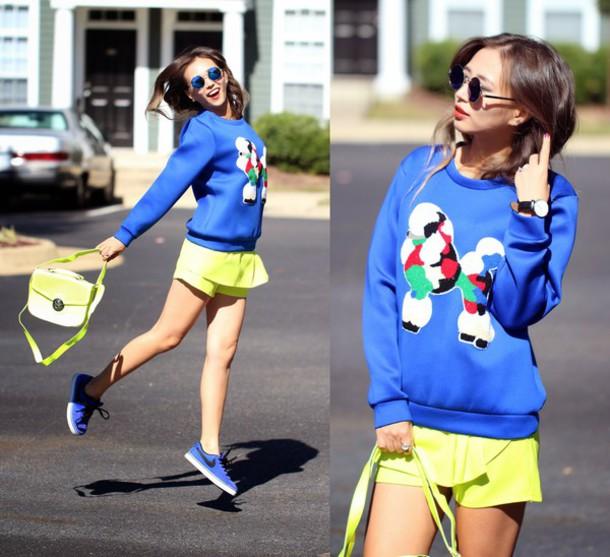 queen horsfall blogger bag jewels sunglasses yellow sweater
