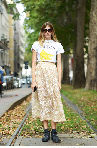 carolines mode blogger t-shirt lace skirt fruits banana