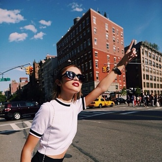 top black white black and white sarah ellen t-shirt crop tops ribbed stripes sporty lines crop shirt white top white t-shirt sunglasses red lipstick new york city city outfits tumblr minimalist