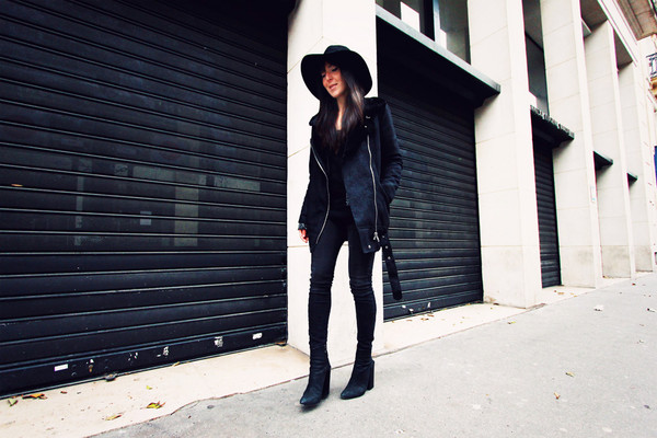 the black feather coat t-shirt jacket jeans shoes