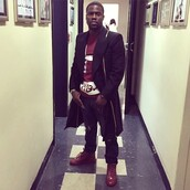 top,kevin hart,red,red t-shirt,shoes