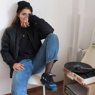 jacket tumblr tumblr outfit black jacket bath bomb black bomber jacket sweatshirt black sweatshirt black sweater jeans denim blue jeans beanie black beanie sneakers