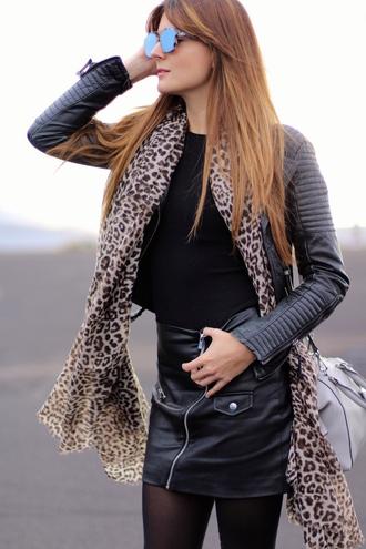 marilyn's closet blog blogger sunglasses jacket animal print black leather jacket black top leather skirt white bag