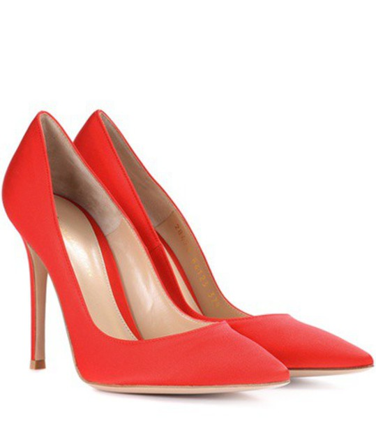 Gianvito Rossi pumps satin red shoes