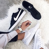 shoes,nike,skateboard,white,black,trainers,nike sb,tumblr,black and white,nike air max thea,nikes,nike shoes,sneakers,casual,nike sneakers,white nikes
