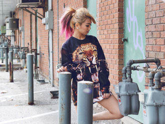 sweater sweatshirt print printed sweater streetwear streetstyle urban style look streetlook girl oversized leopard print crewneck jumper pattern street clothes animal face print instagram pink hair ombre hair graphic sweatshirt