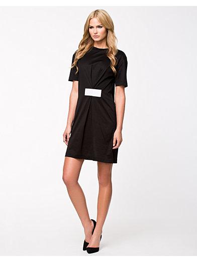 Velcro Dress - Back - Zwart - Doordeweekse Jurken - Kleding - Vrouw - Nelly.com