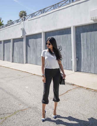 t-shirt colorblocked top cropped pants ruffle hem pants pumps clutch blogger blogger style