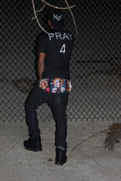 Pray4 Black Extended Tee – REGARDLESS CLOTHING