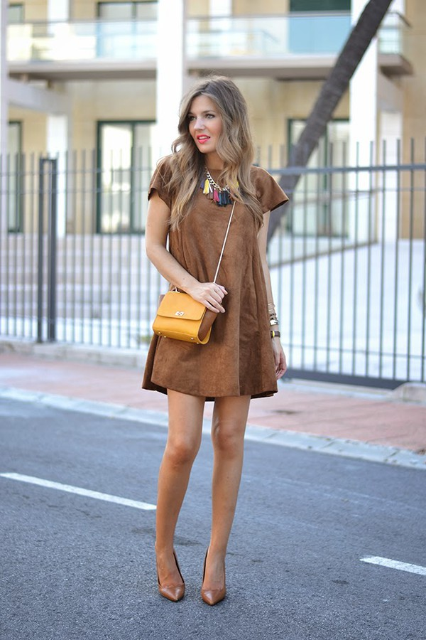 mi aventura con la moda blogger t-shirt jewels bag make-up faux suede watch