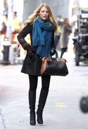 scarf,gossip girl,serena van der woodsen,outfit,style,fashion,leggings,j crew,black pants,black leggings,blake lively