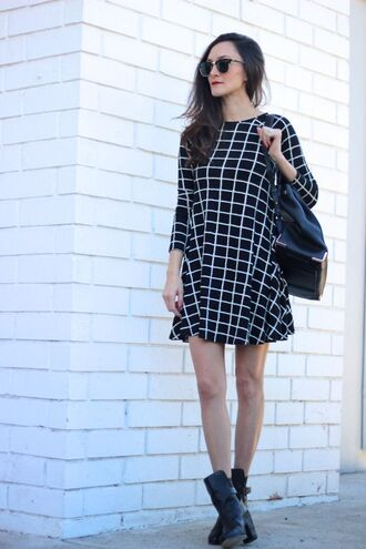 frankie hearts fashion blogger sunglasses black and white dress checkered black boots dress shoes
