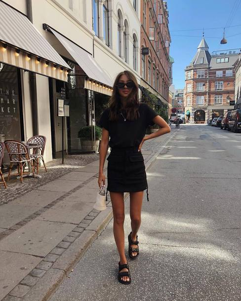 skirt mini skirt black sandals black t-shirt mini bag sunglasses chain necklace
