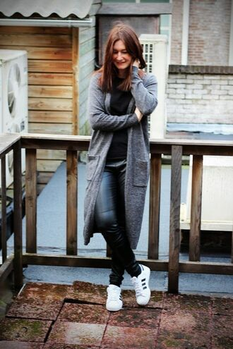 shoes black shirt grey cardigan skinny jeans adidas shoes blogger