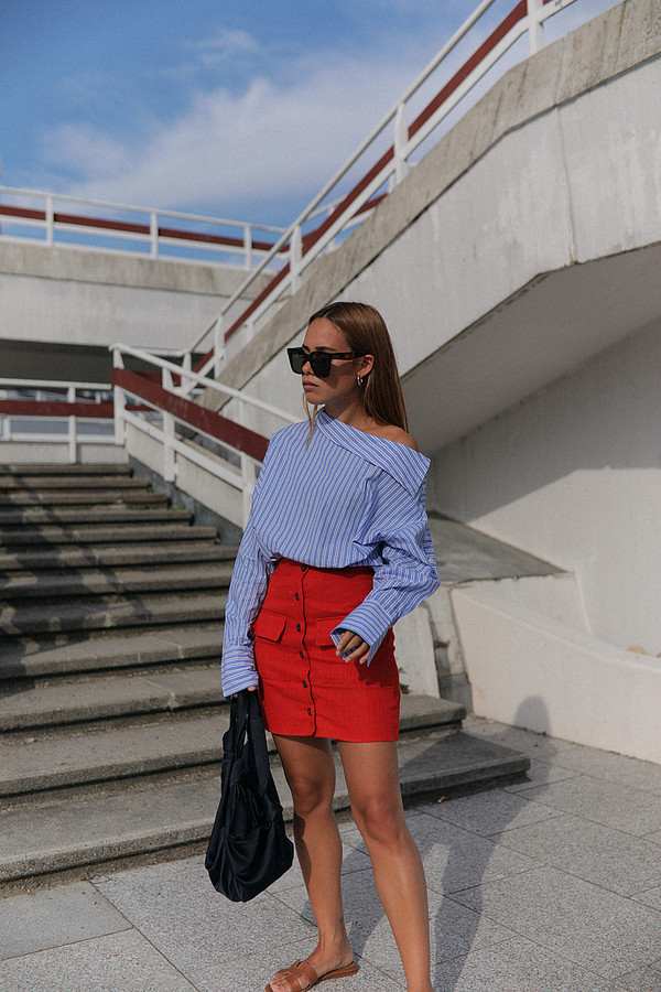skirt tumblr red skirt mini skirt button up top off the shoulder off the shoulder top blue top bag